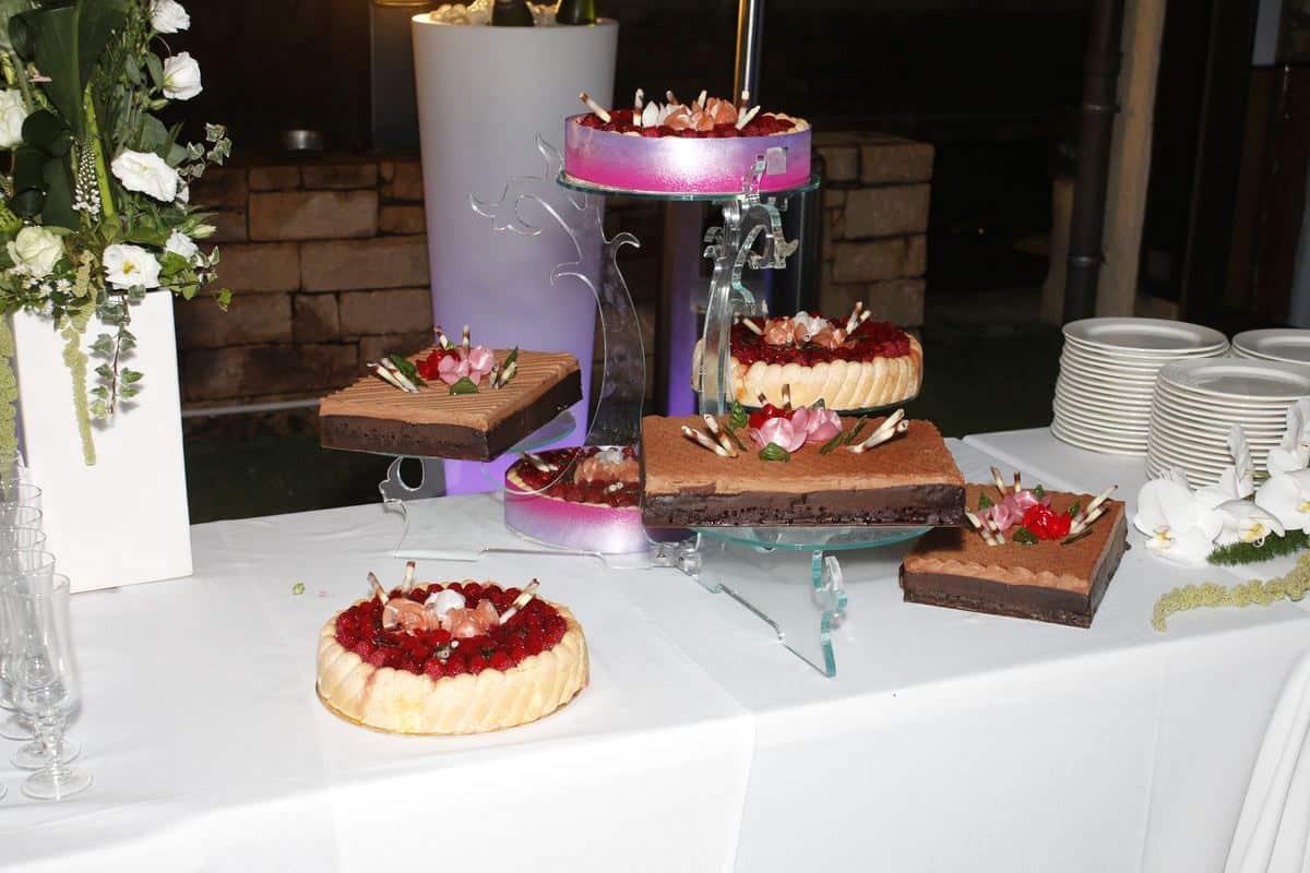 Gateaux : framboisier, royal chocolat. Mariage à Neuville sur Saône