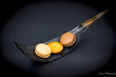 Macaron au chocolat et madeleine maison