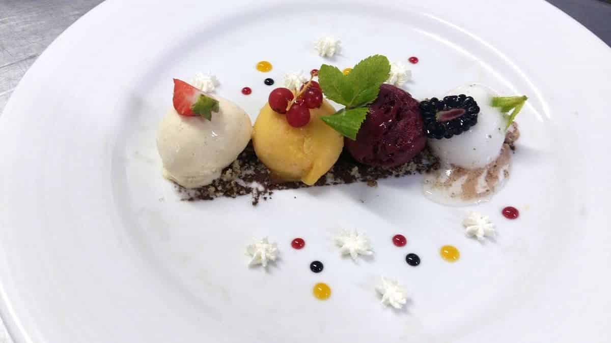 Dessert pour un mariage à Neuville sur Saône : palette de glace vanille abricot citron