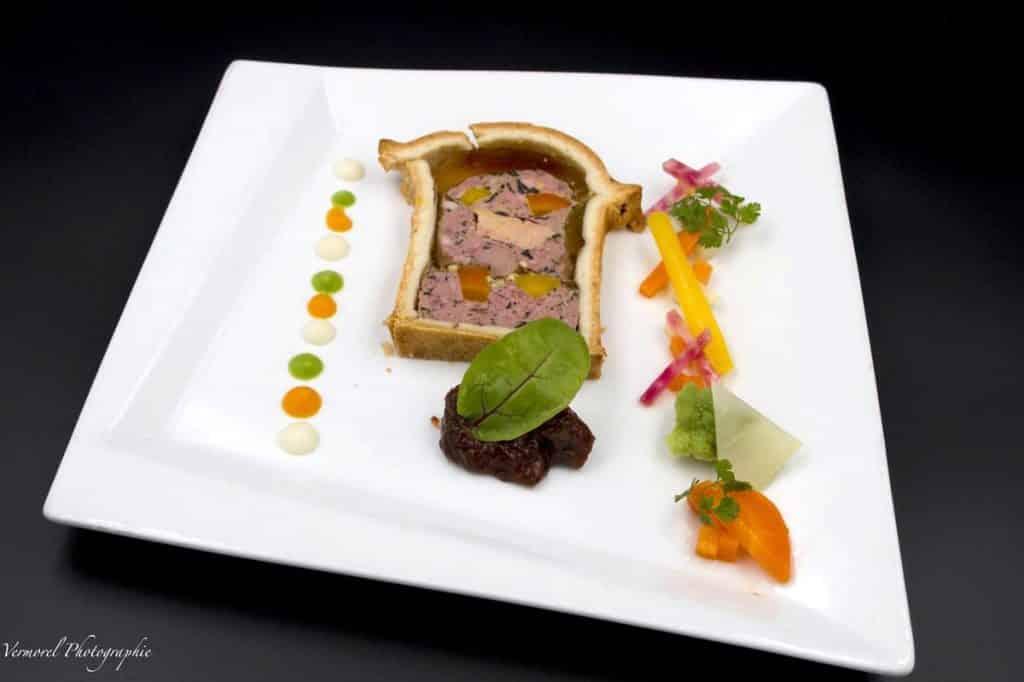 pâté en croute de gibier au foie gras maison et chutney de figues
