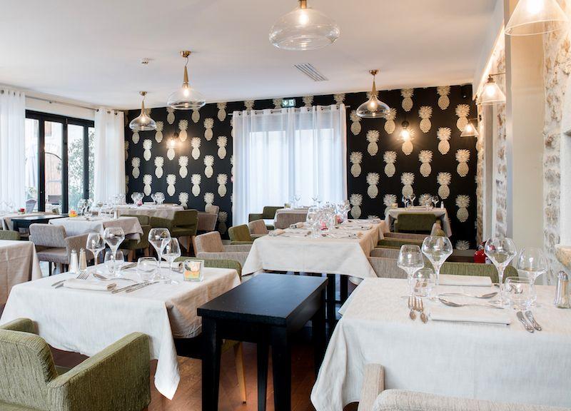nouvelle déco salle du restaurant Tante Yvonne une bonne table proche de Villefranche sur Saône