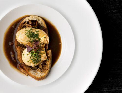 Œufs meurette à la Bourguignonne sur son pain grillé